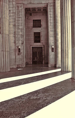 Nashville Tennessee Photograph - Entrance To War Memorial In Nashville by Dan Sproul