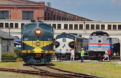 Photograph - Erie Railroad E8a #833 Color by Joseph C Hinson Photography