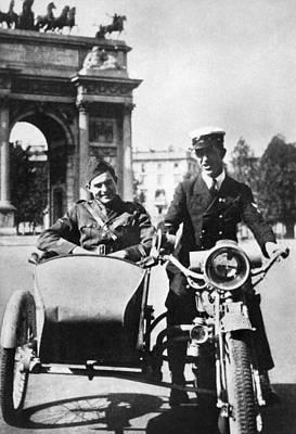 Photograph - Ernest Hemingway (1899-1961) by Granger