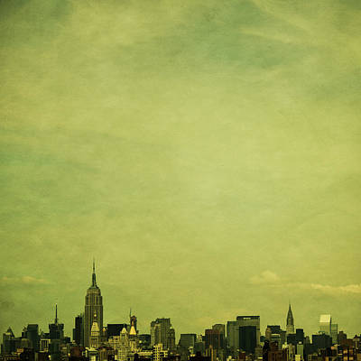 Empire State Photograph - Escaping Urbania by Andrew Paranavitana