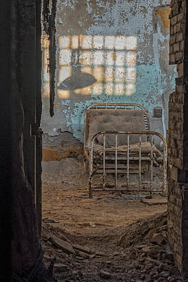 Photograph - Esp Hospital Cell by Tom Singleton
