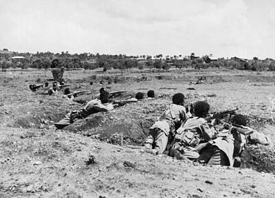 Ww 2 Photograph - Ethiopians Firing At Italians by Underwood Archives