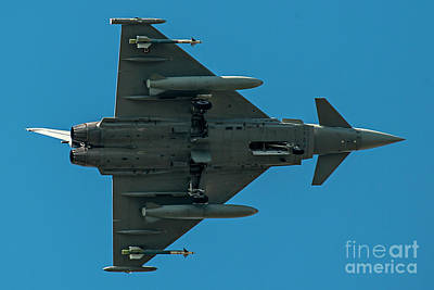 Fly Photograph - Eurofighter Typhoon 2000 Profile by Roberto Chiartano