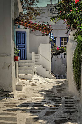 Photograph - Eva's Garden Cafe Mykonos by Tom Prendergast