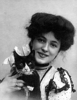 1900s Portraits Photograph - Evelyn Nesbit, Ca. 1902 by Everett