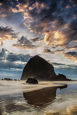 Evening Light At Cannon Beach Art Print by Andrew Soundarajan