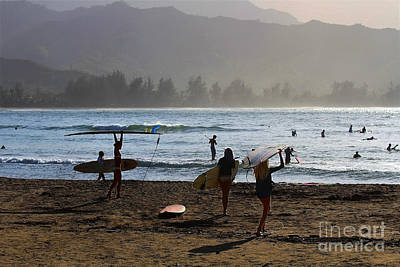 Stand Up Paddle Board Photograph - Evening Surfers At Hanalei Bay by Catherine Sherman