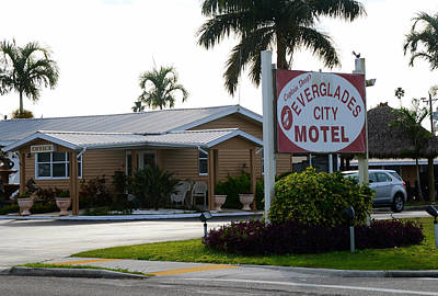 Mom And Pop Motels Photograph - Everglades City Motel Sign by David Lee Thompson
