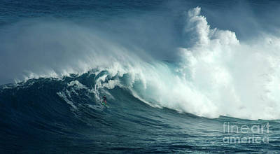 Photograph - Extreme Surfing Hawaii 14 by Bob Christopher