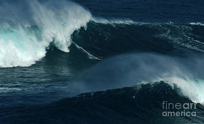 Photograph - Extreme Surfing Hawaii 16 by Bob Christopher