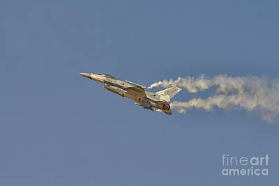 F-16 Fighting Falcon At Dubai Air Show, Uae Art Print