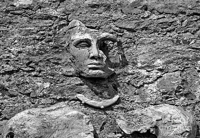 Photograph - Face In Stone by Ethna Gillespie