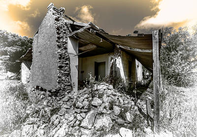 Photograph - Facing Ruin by Wayne Sherriff
