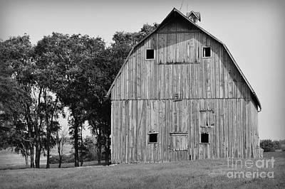 Photograph - Faded Barn Near Lone Rock - Bw by Kathy M Krause