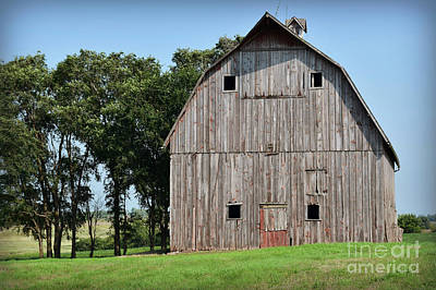 Photograph - Faded Barn Near Lone Rock by Kathy M Krause