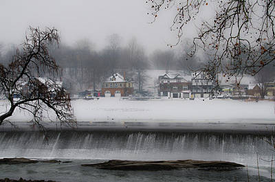 Fairmount Dam And Boathouse Row In The Snow Print by Bill Cannon