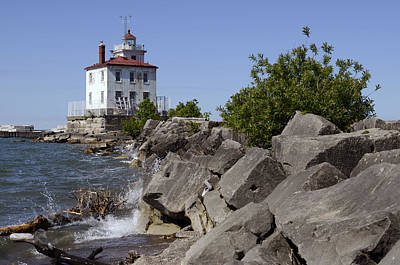 Photograph - Fairport Harbor Lighthouse by Ann Bridges