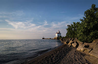 Photograph - Fairport Harbor Lighthouse by Dale Kincaid