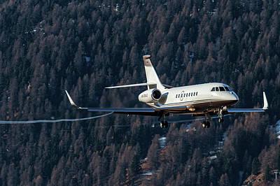 Airport Photograph - Dassault Falcon 2000 Landing by Roberto Chiartano