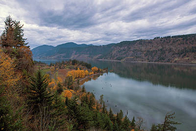 Fall Color At Ruthton Point In Hood River Oregon Art Print