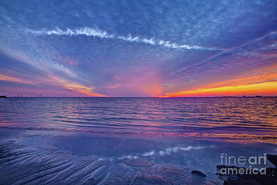 Fallstreak Sunset Art Print by Joan McCool