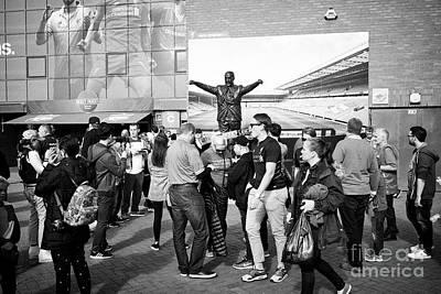 fans at the bill shankley statue at Liverpool FC anfield stadium Liverpool Merseyside UK Art Print by Joe Fox