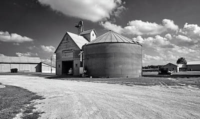 Iowa Farm Photograph - Farm Scene In Iowa by Mountain Dreams