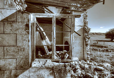 Photograph - Farmhouse Ruin by Wayne Sherriff