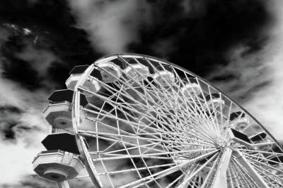 Santa Monica Wall Art - Photograph - Ferris Wheel Santa Monica Pier by Bob LaForce