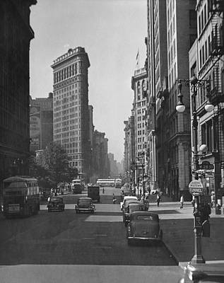 Fifth Ave And The Flatiron Bldg Art Print by George Marks