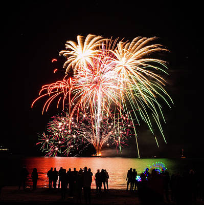 Photograph - Fireworks 4 by Giles PichelJuan