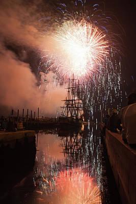 Photograph - Fireworks Rain Down On Salems Friendship by Jeff Folger