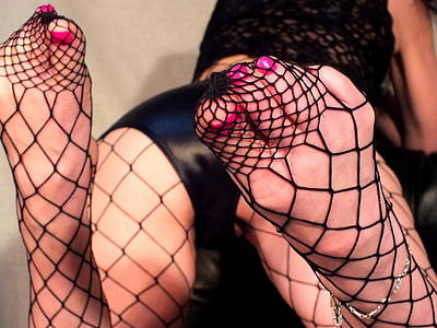 Photograph - Fishnet Toes by Guy Pettingell