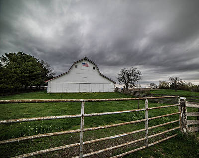 Photograph - Flag Barn W/fence by Wendy Carrington