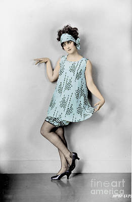Photograph - Flapper, 1925 by Granger