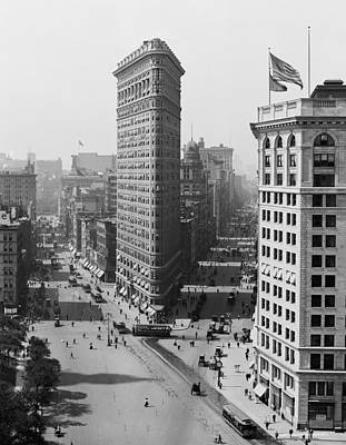 Photograph - Flatiron Building - Vintage New York - 1908 by War Is Hell Store