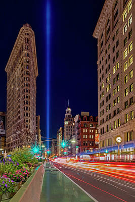 Photograph - Flatiron Nyc 911 Tribute In Light by Susan Candelario