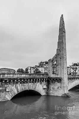 Ile St Louis Photograph - Flooded Seine River At Pont De La Tournelle, Paris, Blk Wt by Liesl Walsh