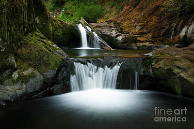 Strong America Photograph - Flow by Masako Metz