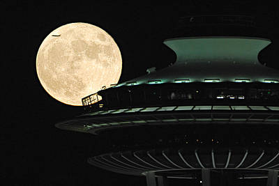 Fly Me To The Moon A331 Art Print by Yoshiki Nakamura