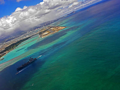 Photograph - Flying Into Honolulu by Elizabeth Hoskinson