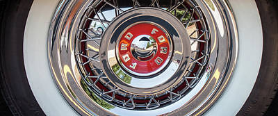 Hubcap Wall Art - Photograph - Ford Fairlane Hubcap by Mike Burgquist