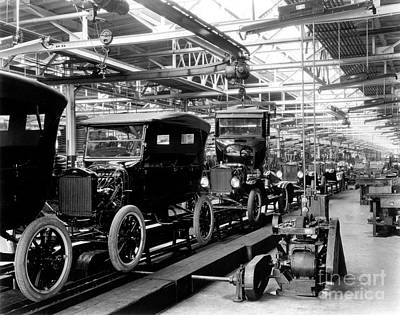 Highland Park Photograph - Ford Model T Assembly Line, 1920s by Science Source