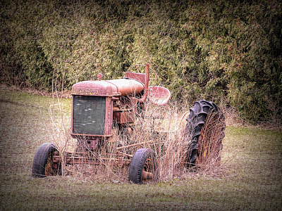 Photograph - Fordson Tractor Full View by Leslie Montgomery