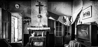 Forgotten Living Room - Abandoned House Interior Art Print by Dirk Ercken