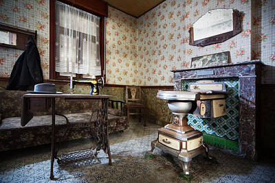 Old Home Place Photograph - Forgotten Times - Urban Exploration by Dirk Ercken
