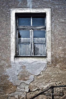 Photograph - Forgotten Window by Jutta Maria Pusl