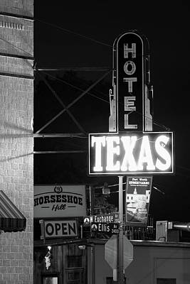 Photograph - Fort Worth Texas Hotel 6616 by Rospotte Photography