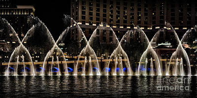 Photograph - Fountain At Bellagio 4 by Walt Foegelle