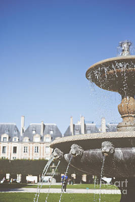 Photograph - Fountain At Place De Vosges by Ivy Ho